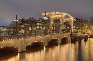 800px-Amsterdam_Magere_Brug