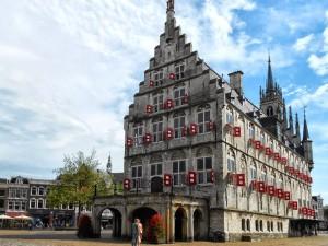 Stadhuis-met-markt-achter